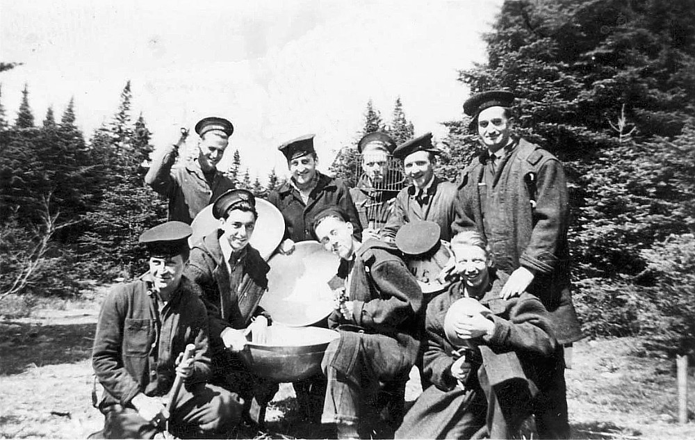Royal Canadian Navy : Crew of HMCS Tillsonburg