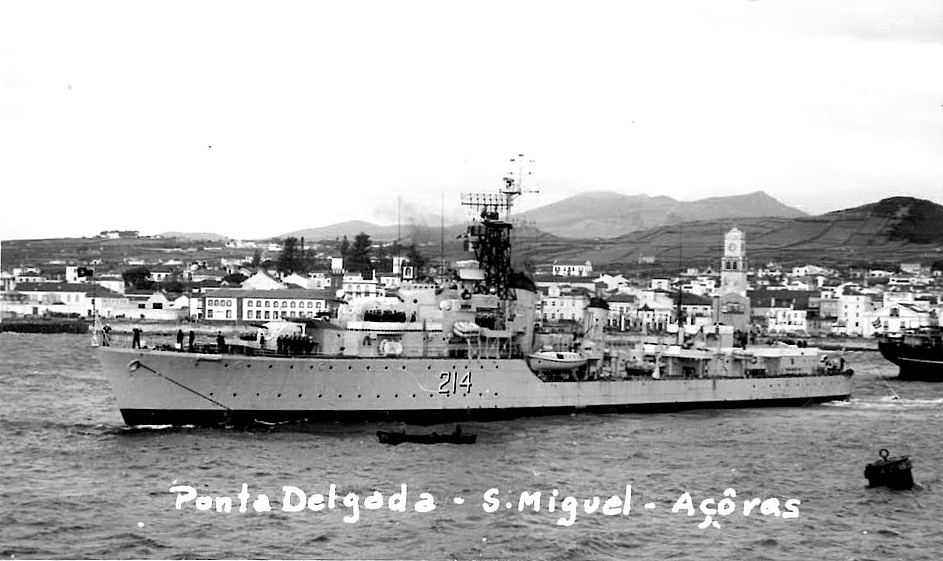Royal Canadian Navy : HMCS Micmac in the Azores.