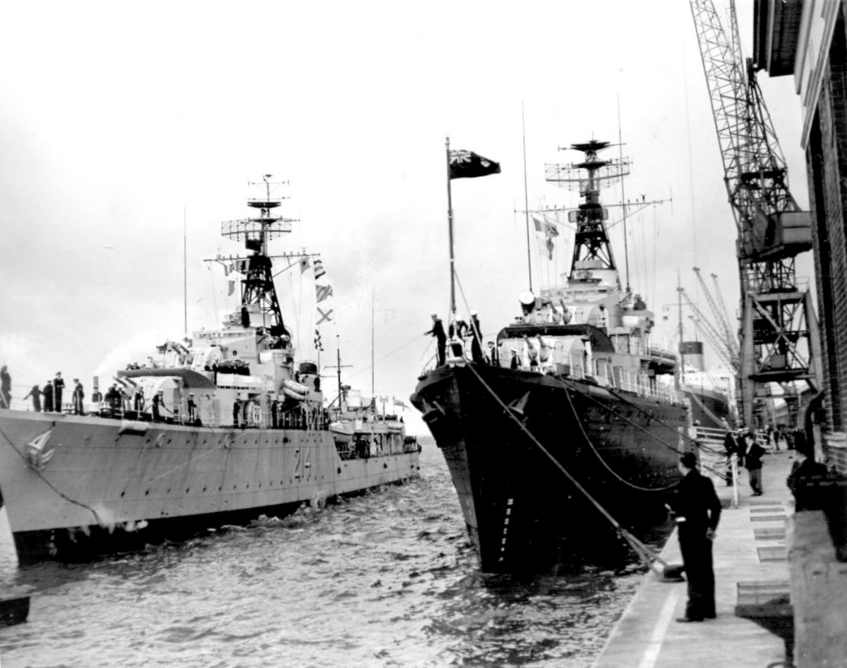 Royal Canadian Navy : HMCS Micmac in Dublin.