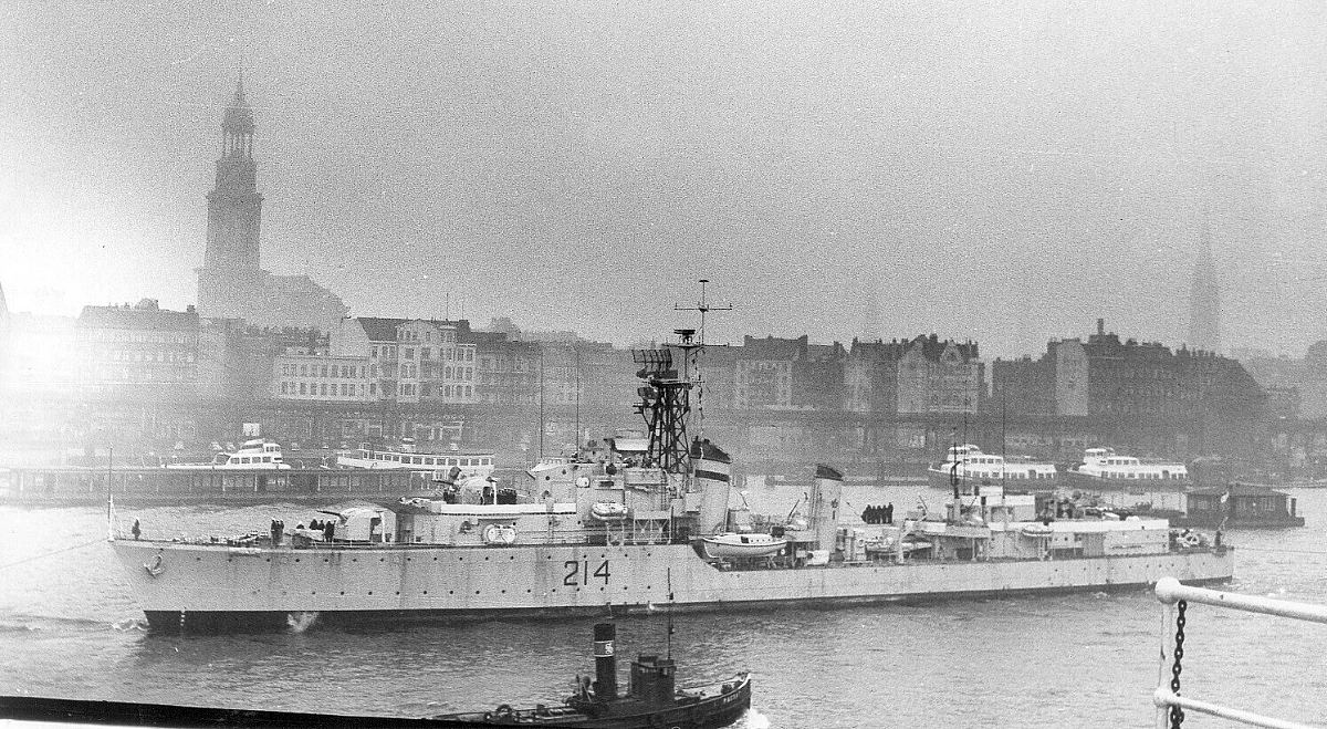 Royal Canadian Navy : HMCS Micmac in Stockholm.