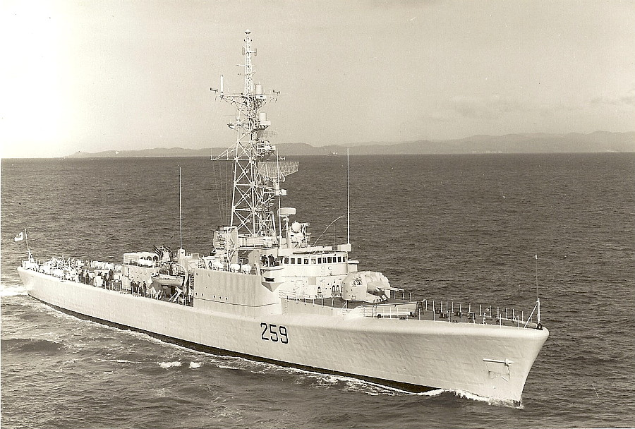 Royal Canadian Navy : HMCS Terra Nova.