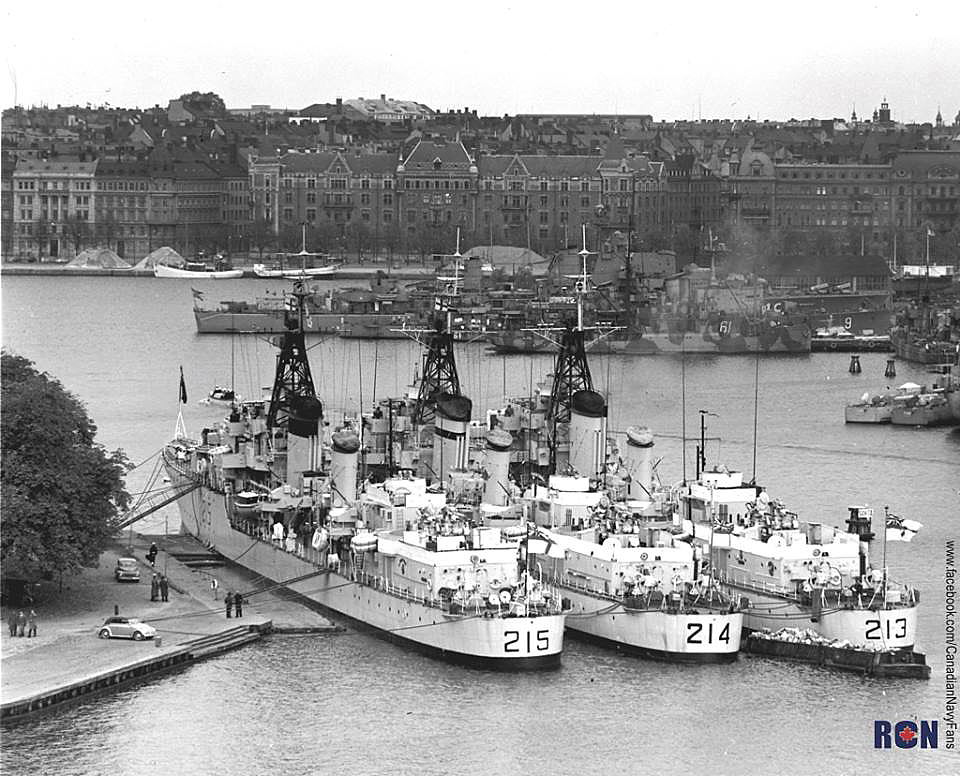 Royal Canadian Navy : Tribal Class destroyers in Hamburg.